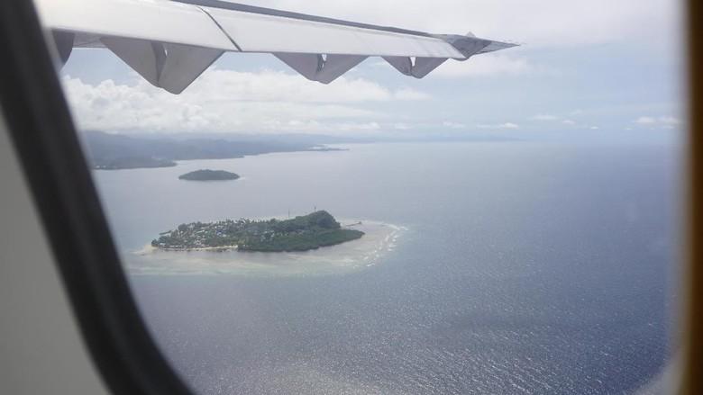 Panorama Raja Ampat dari jendela pesawat (Masaul/detikTravel)