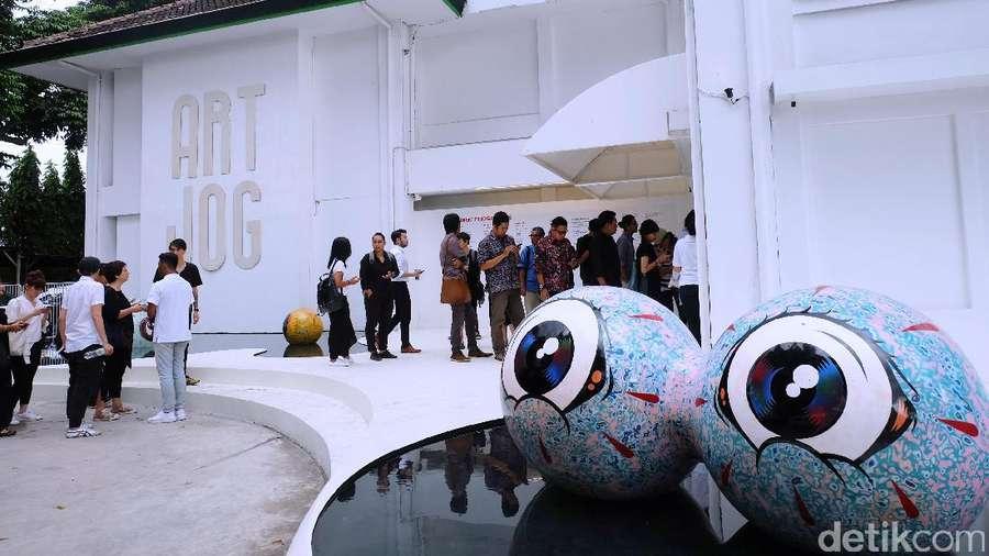 Intip Bola Mata Wedhar Riyadi di Art Jog 10