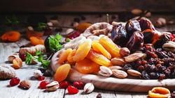 Jika Anda memiliki diabetes, bukan cuma asupan gula yang harus dibatasi. Sejumlah makanan lainnya seperti yang disebutkan di sini juga harus Anda waspadai.