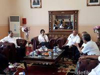 Gaya Sri Mulyani, Budi Karya dan Basuki Blusukan di Palembang