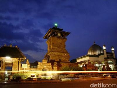 Menara Masjid Mirip Candi Paling Terkenal dari Kudus