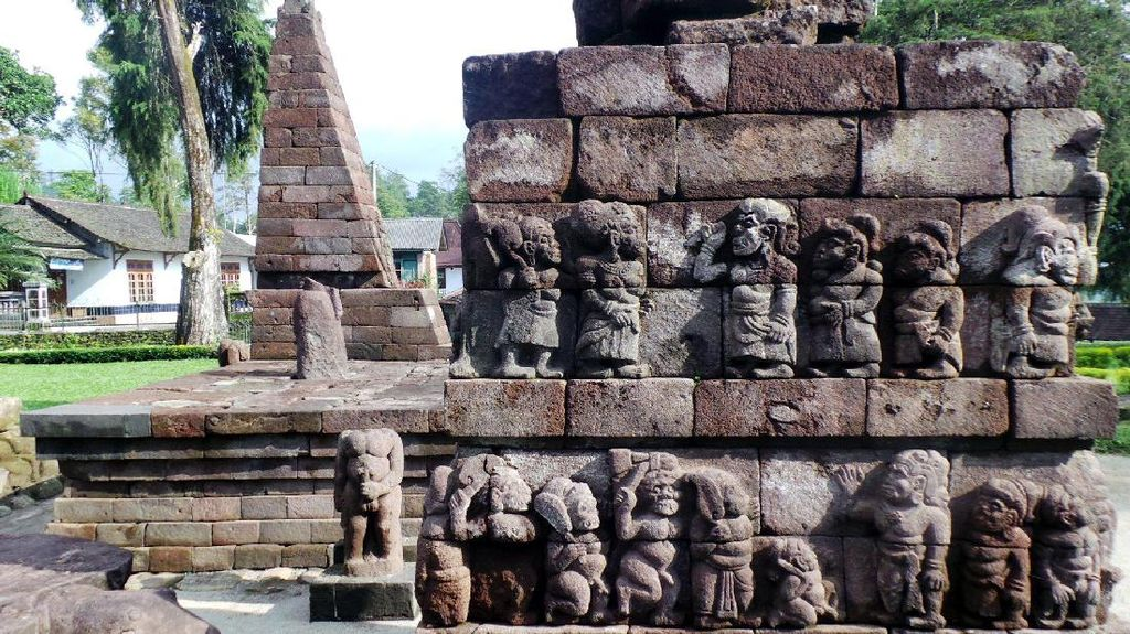 Relief Erotis di Candi Sukuh, Apa Maknanya?