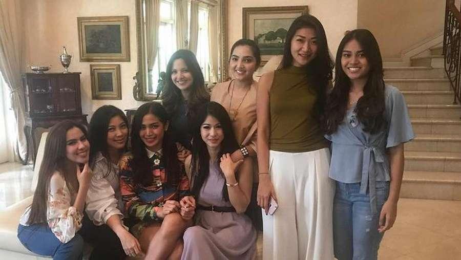 Pernah Di-Bully,  Aurel Hermansyah Foto Bareng Girls Squad Lagi