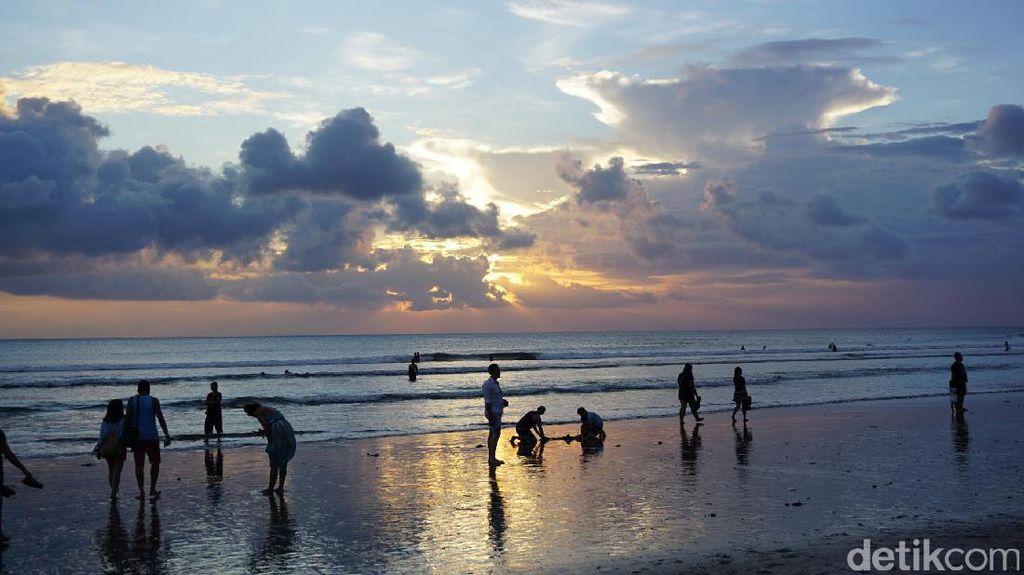Jelang Tahun Baru, Bali Dikunjungi Puluhan Ribu Turis Per Hari