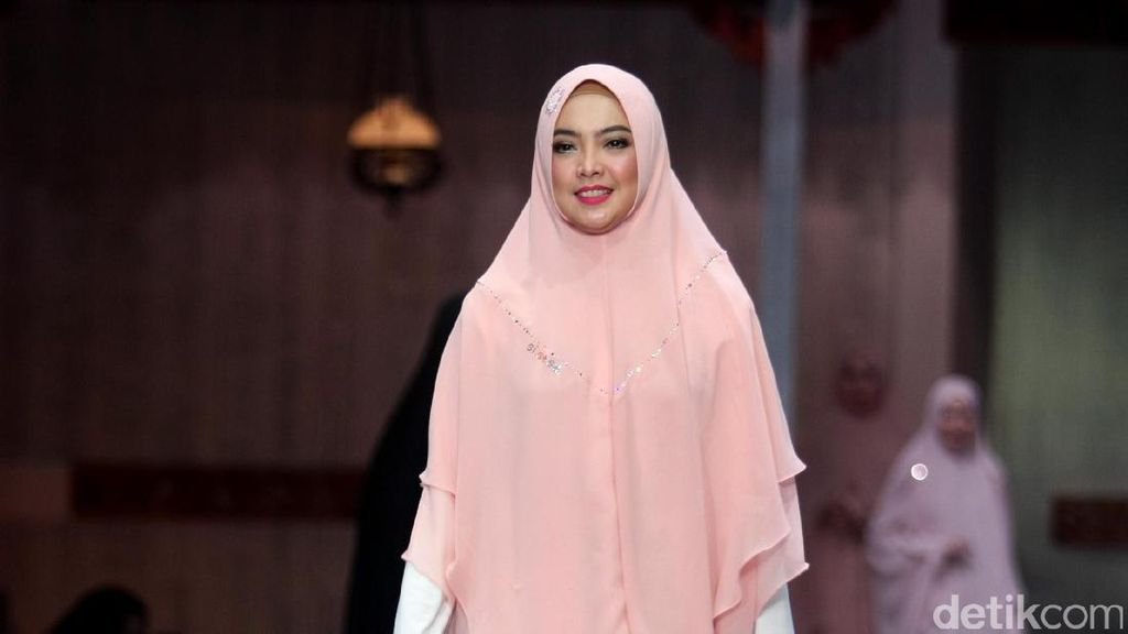 Video Review: Beda Khimar Murah dan Mahal