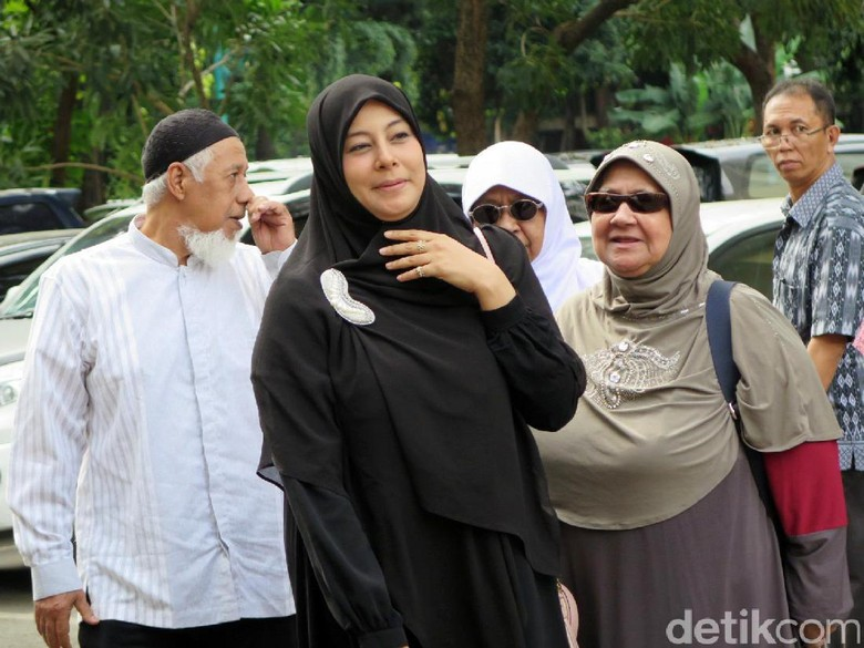 Putri Aisyah Hadiri Sidang Putusan Cerainya dengan Al Habsyi dengan Tersenyum