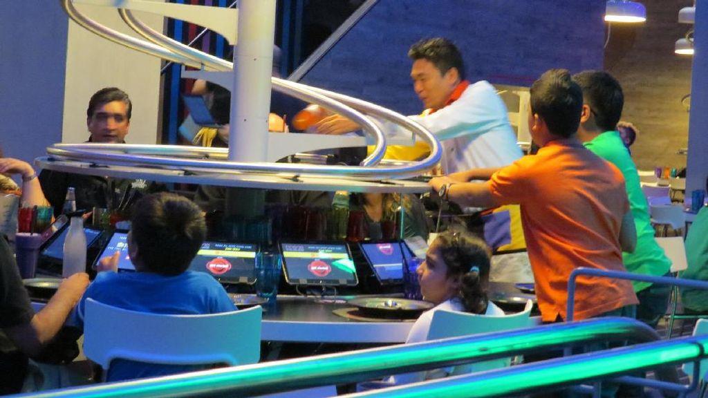 Restoran Canggih di Abu Dhabi, Pelayannya Roller Coaster