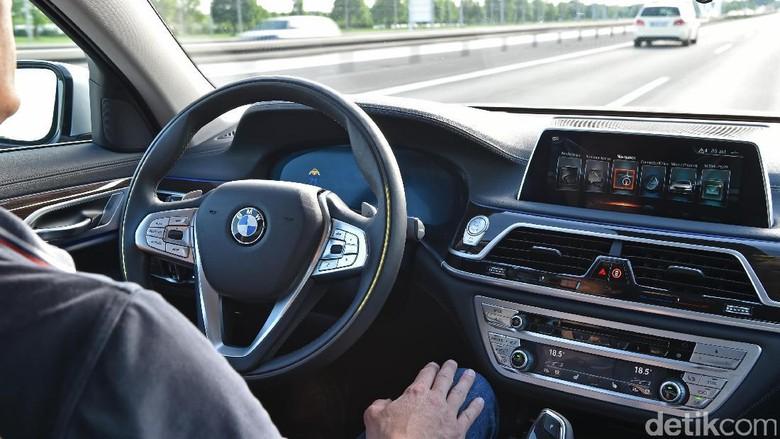 BMW Bocorkan Teknologi Mobil Tanpa Sopir