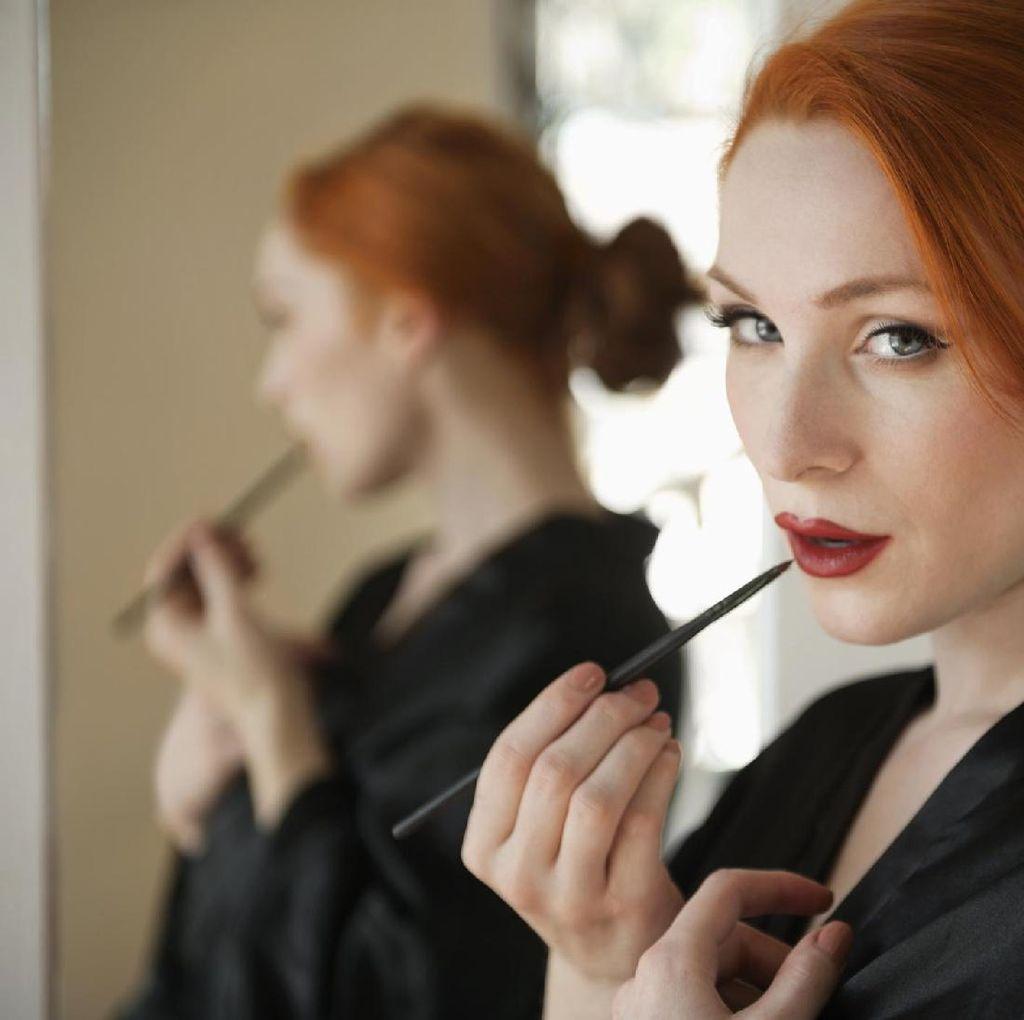 Penelitian: Wanita dengan Makeup Tebal Tidak Dipercaya Jadi Bos