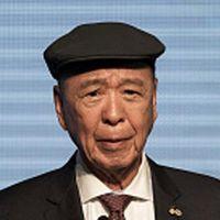 Lui Che Woo.