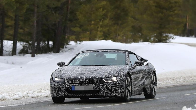 BMW i8 dan i8 Spyder Makin Ngebut di 2018