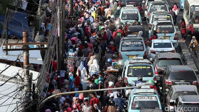 Anies Akan Tertibkan PKL Penyebab - Jakarta Gubernur DKI Jakarta Anies Baswedan akan segera menertibkan pedagang kaki lima di kawasan Tanah PKL di kawasan