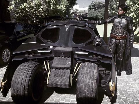 Ngefans Berat, Pria Ini Sulap Mobilnya Jadi Mobil Batman