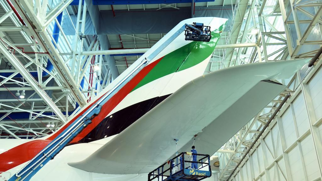 Melihat Pesawat Emirates yang Dibersihkan Tanpa Air