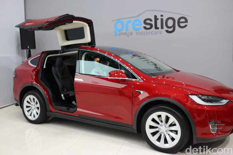 Tesla Klaim SUV Model X Paling Aman Sedunia