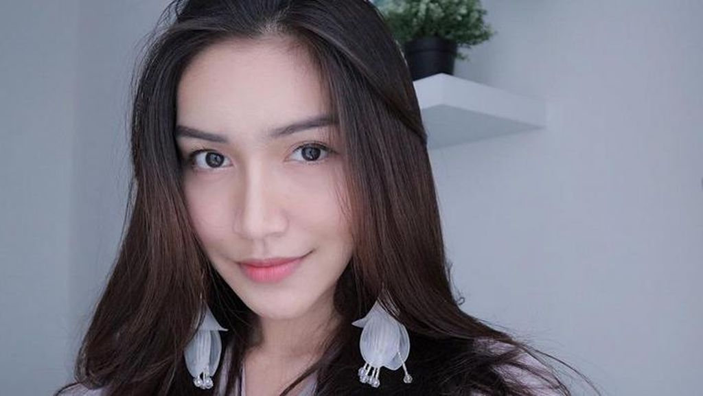 Melody Prima Berhijab, Dapat Pujian Makin Cantik