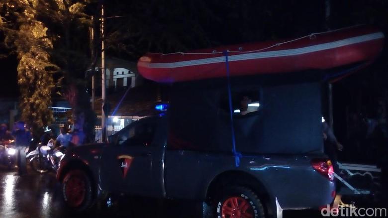 Banjir di Garut Meluas, Petugas Bawa Perahu Karet