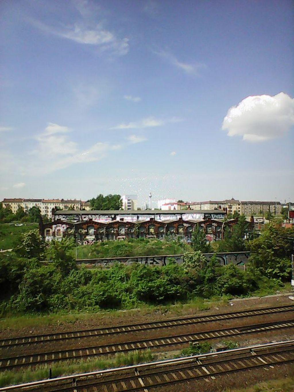 Potret landscape kota Berlin dikondisi siang hari. Tampak hasil foto kurang mendetail.(Foto: Dok. Techradar)