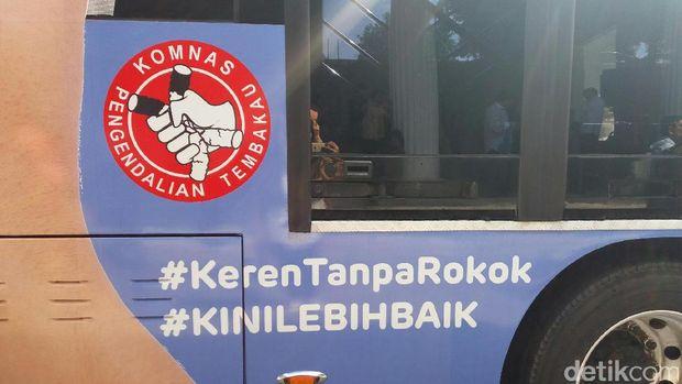 Kampanye Antirokok, PT TransJ Pasang Iklan 'Ngerokok Cuma Bakar Uang'