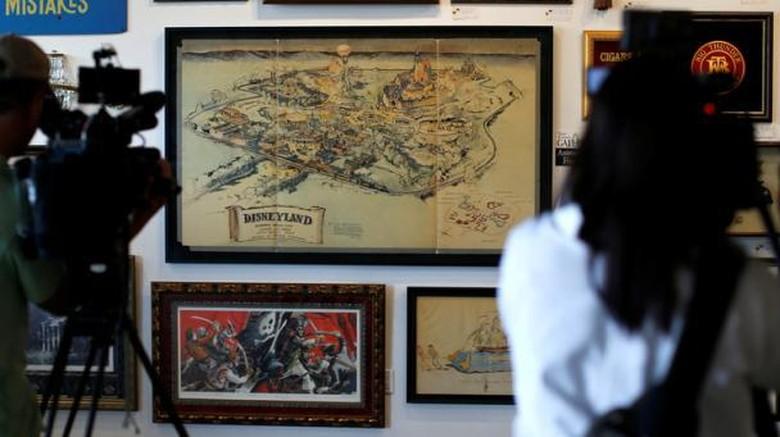 Foto: Peta pertama Disneyland yang dilelang seharga Rp 11,9 M (Mario Anzuoni/Reuters)