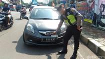 Pakai Pelat Gigolo di Mobil, Pengemudi Brio Ditilang Polisi
