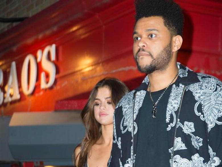 8 Bulan Pacaran, Selena Gomez dan The Weeknd Tinggal Bareng
