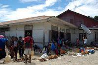 Suasana pasar di Distrik Kokas (Dadang Lesmana/ACI)