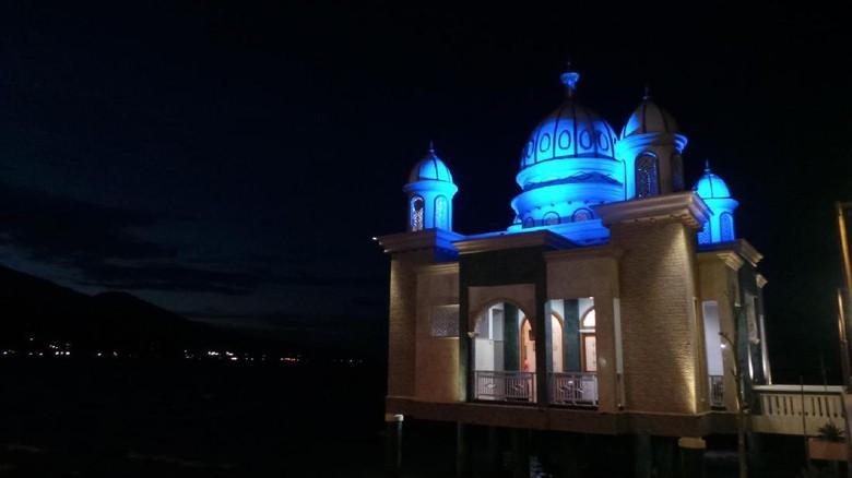 Masjid terapung Palu dengan 7 cahaya (Afif/detikTravel)