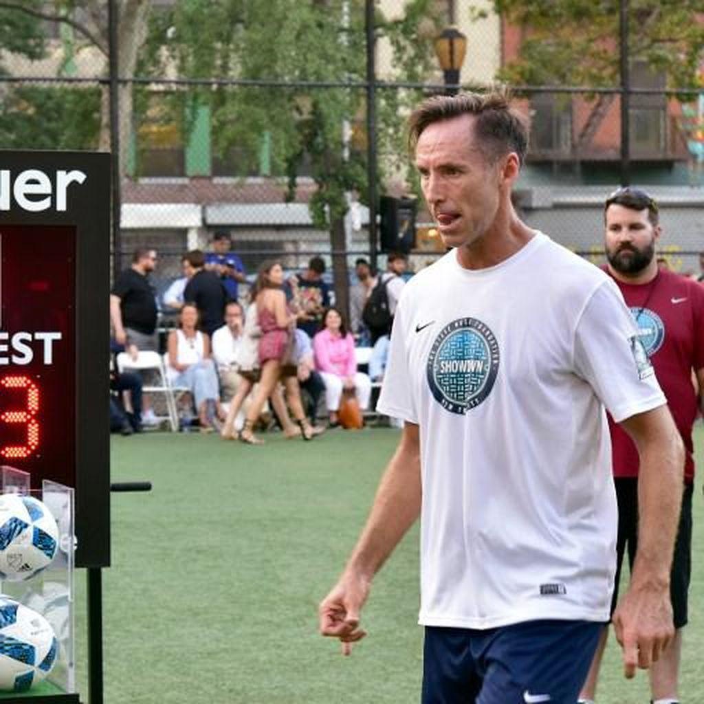 Steve Nash Jawab Tantangan Neymar, Pamer Aksi Ciamik Olah Bola