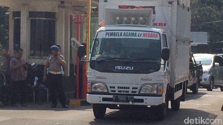 Aksi Bela Ulama 96, Mobil Komando Masuki Masjid Istiqlal