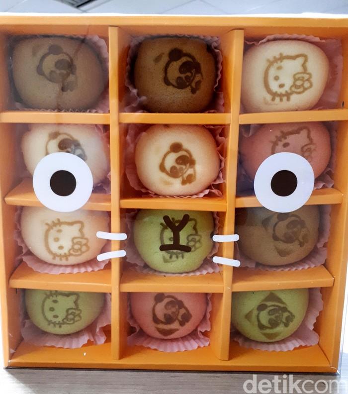 Japanese soft cake buatan Mainichi Pantry dikemas dalam kotak imut bersekat. Perbedaan warna menunjukkan varian rasa di dalamnya.