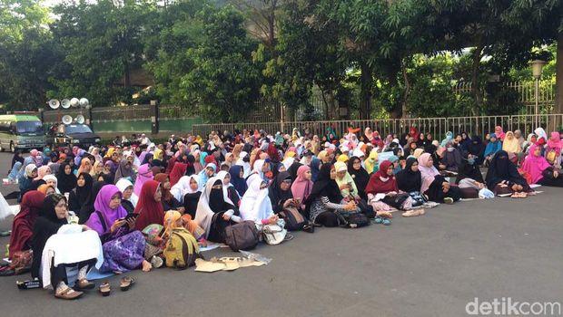 Massa Aksi Bela Ulama 96 bertambah jumlahnya