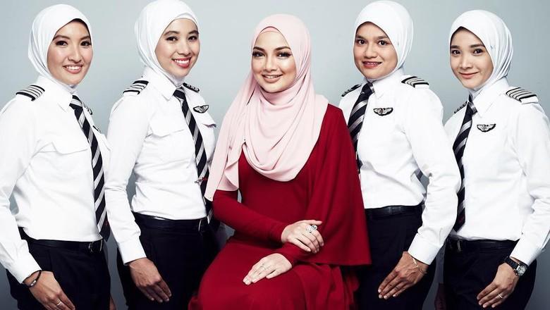 Pilot wanita berhijab maskapai AirAsia (Naelofar Hijab/Instagram)