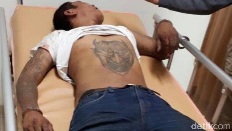 Penjambret Ponsel di Bandung Ditabrak Korbannya dan Dipukuli Warga