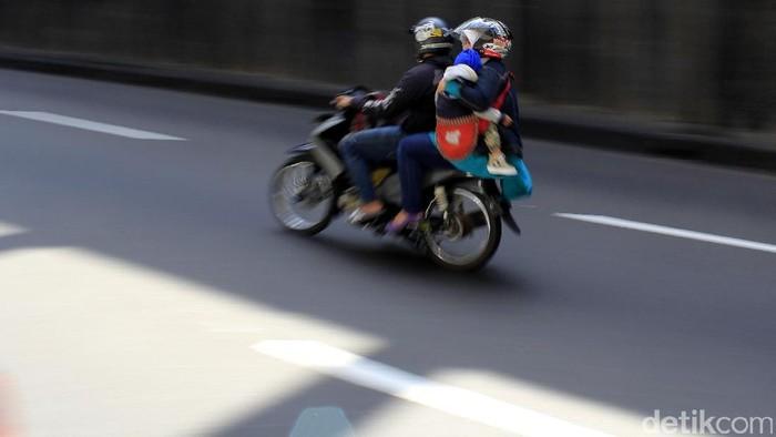 Mudik dengan kendaraan roda dua tidak dianjurkan karena terlalu berisiko (Foto: Wisma Putra)