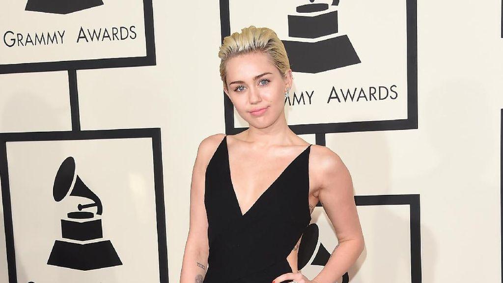 Duh! 2 Lagu Miley Cyrus Bocor di Youtube
