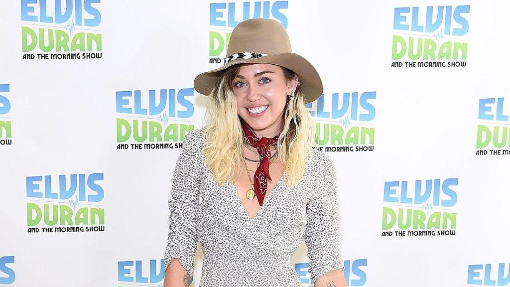 Wew, Gaya Rambut Miley Cyrus Kembali Seperti Hannah Montana