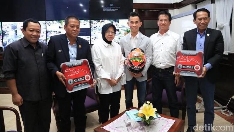 Ini Pesan Risma Saat Bertemu Pembalap Berprestasi Asli Surabaya