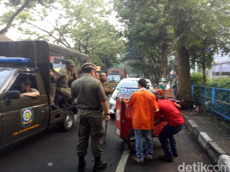 Ditertibkan Satpol PP, PKL Jalan Trunojoyo Ngaku Bayar Iuran