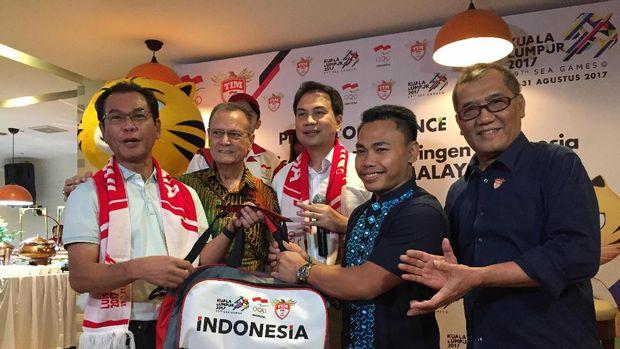 Komandan Kontingen (Chief de Mission) Indonesia dalam SEA Games 2017 Aziz Syamsuddin dalam jumpa pers di Jakarta, Minggu (11/6/2017).