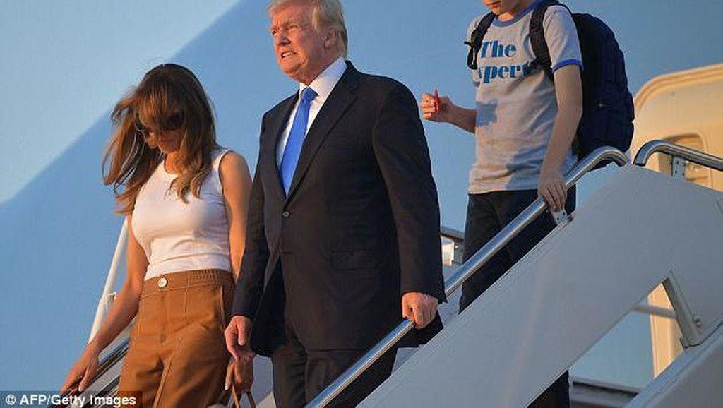 Anak Bungsu Donald Trump Hobi Mainan Fidget Spinner