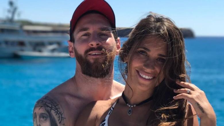 Lionel Messi berlibur di Ibiza bersama pacarnya (Instagram/@leomessi)