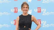 Kamu Tak Akan Pernah Lihat Jennifer Aniston Tampil dengan Gaya Rambut Ini