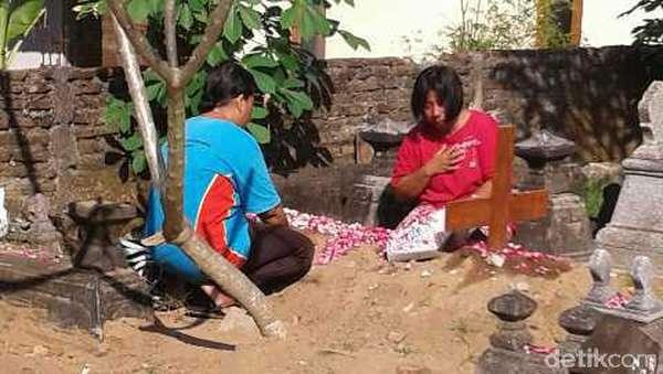 Asworo Tertangkap, Keluarga Chatarina Gelar Doa Bersama