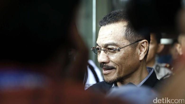 Akui ke Singapura dengan Terdakwa - Jakarta Mantan Menteri Dalam Negeri Gamawan Fauzi mengaku pernah pergi ke Singapura bersama Irman dan Saat Gamawan mengaku