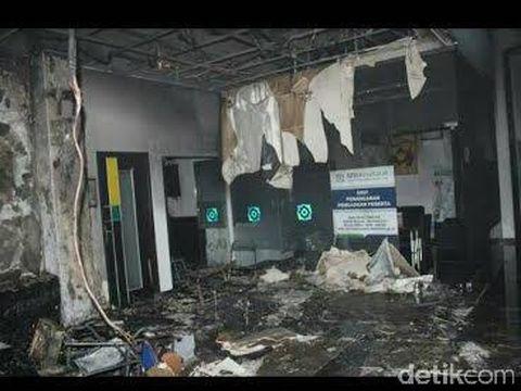 Kantor BPJS Kediri hangus terbakar