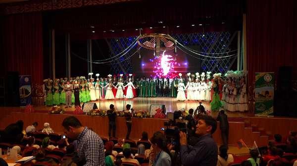 Kekayaan Tradisi Muslim Kazakhstan: Musik, Tari hingga Permadani