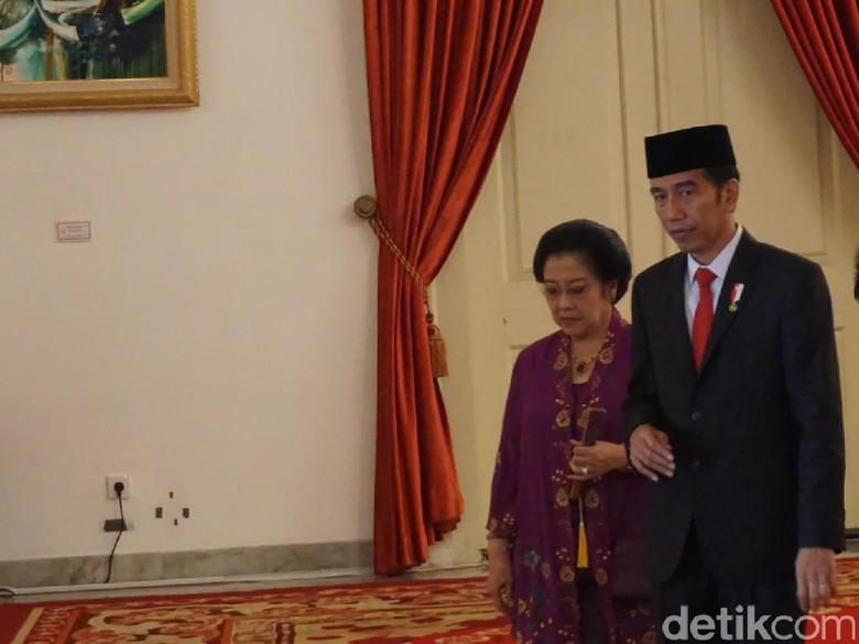 Jokowi Naikkan Pangkat Megawati