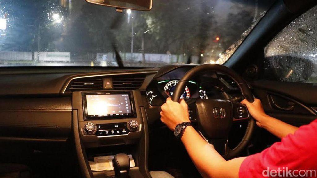 7 Kebiasaan Berkendara yang Bikin Mobil Rusak dan Kantong Kering