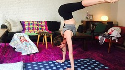 Tara Stiles meninggalkan dunia model demi menjadi pelatih yoga. Bersama suami, ia mendirikan studio bernama Strala Yoga di New York, Amerika Serikat.